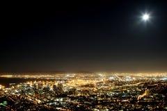 город плащи-накидк освещает городок Стоковые Изображения