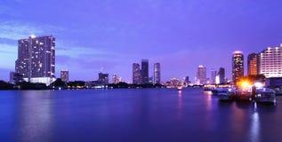 Город реки Бангкок панорамы Стоковые Изображения