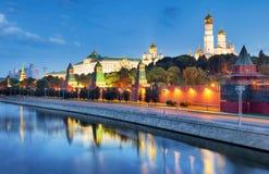 Город России - Москвы на ноче с Кремлем стоковые изображения