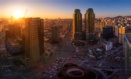 Город Сеула в заходе солнца и движении, пересечении в городском Сеуле, Южной Корее Стоковая Фотография RF