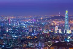 Город Сеула и городские горизонт и небоскреб на ноче, bes Стоковые Фото