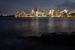 Город Сиднея и гавань Сиднея на ноче Стоковые Изображения