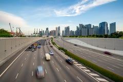 Город Сингапура, залив Марины финансы и торговая зона с движением в городе в утре на Сингапуре ashurbanipal стоковая фотография rf