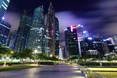 Город Сингапура на ноче стоковая фотография