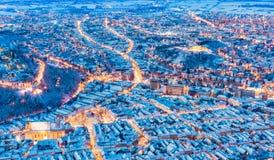 город старая Румыния brasov разбивочный Взгляд Arial старого городка во время рождества стоковая фотография
