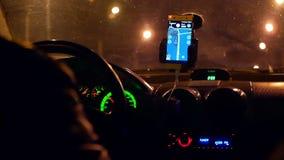 Город управляя ночой такси сток-видео