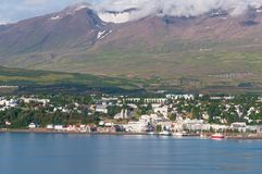 Город Akureyri в Исландии стоковое изображение rf