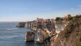 Город Bonifacio Франции Corse старый городок на скале стоковая фотография