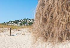 Город bou сына с зонтиком пляжа карибским Менорки стоковое фото rf
