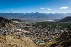 Город Leh и красивая гора, Leh Ladakh, Индия Стоковые Фото