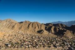 Город Leh и красивая гора, Leh Ladakh, Индия Стоковое Фото