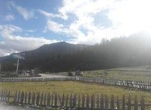 Город Linzhi в Тибете стоковое фото