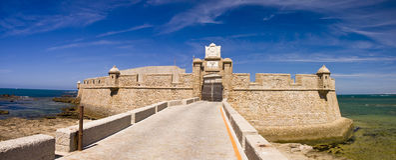 город san sebastian замока cadiz Стоковая Фотография