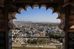 Город Udaipur как осмотрено изнутри дворца города, udaipur, Раджастхана, Индии стоковые фотографии rf