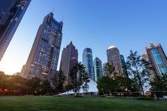 Города небоскребов на ноче Стоковое Изображение RF