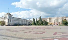 Город Белгород Здание региональной администрации и гостиницы стоковые фото