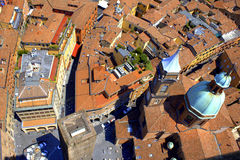 Город болонья старый настилает крышу Италия Стоковая Фотография