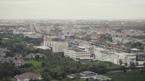 Город взгляд сверху высокий бульвар города захода солнца городских округов с занятыми дорогами в милом освещении акции видеоматериалы