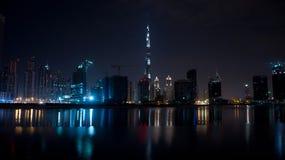 Город Дубай на ноче Стоковые Изображения