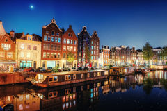 город здания выравнивая высокий подъем moscow Выделять здания и улицы Амстердам, Стоковые Фотографии RF