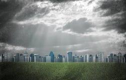 город здания выравнивая высокий подъем moscow Здания и поле зеленой травы Стоковое фото RF