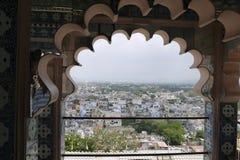 Город Индии смотря вне от дуги Стоковое фото RF