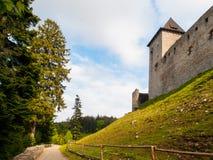 Городище средневекового замка Kasperk твердыни около Kasperske Hory в южной Богемии, горах Sumava, чехословакских Стоковые Изображения RF