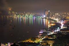 Город и море Паттайя в Twilight времени Стоковое Изображение