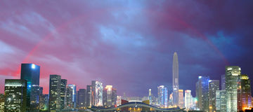 Город и радуга, Шэньчжэнь, Китай Стоковое фото RF
