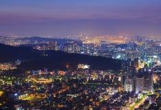 Город и Река Han Сеула, в туманном дне Стоковые Фото