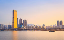Город и Река Han Сеула на Yeouido Стоковая Фотография RF