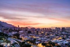 Город Каракаса во время захода солнца стоковое изображение rf
