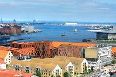 Город Копенгагена, Дания, Скандинавия с морем стоковая фотография rf