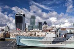 Город Лондона и военного корабля HMS Белфаста Стоковая Фотография