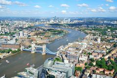 Город Лондона и река Темза сверху стоковая фотография rf