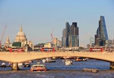 Город Лондона - Река Темза стоковая фотография rf