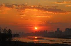 Город на заходе солнца Стоковые Фотографии RF