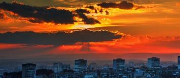 город над заходом солнца Стоковые Фотографии RF