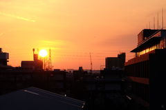 город над заходом солнца Стоковые Изображения