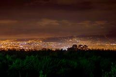 Город на ноче Стоковая Фотография