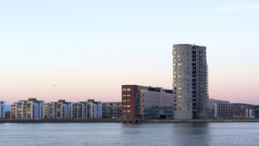 Город на shoreside Стоковые Изображения
