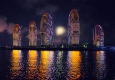 Город ночи - Sanya, Хайнань стоковое фото rf