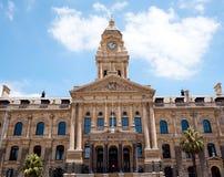 городок здание муниципалитет плащи-накидк Стоковое фото RF
