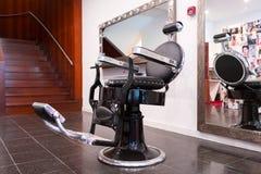 городок Монтаны привидения стула парикмахера bannack стоковое изображение rf