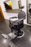городок Монтаны привидения стула парикмахера bannack стоковые изображения rf