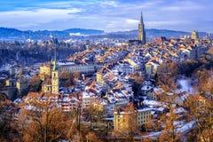 Городок на холодный зимний день снега, Швейцария Bern старый Стоковое Изображение RF