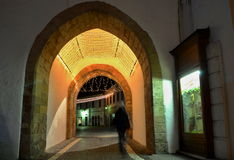 Городок ночи - загоренный строб в центре города Trencin Стоковая Фотография RF