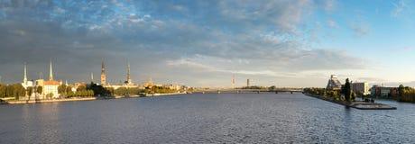 Городок Риги панорамы старый и река западной Двины стоковое фото rf