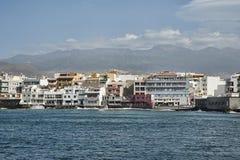 Городок с берегом моря, El Medano, Тенерифе, Канарскими островами, Испанией стоковые фотографии rf