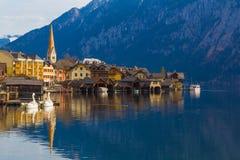Городок с традиционными деревянными домами, Австрия Hallstatt, Европа Стоковые Фотографии RF